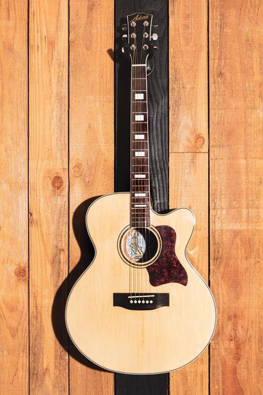 05022020-ADONIS Guitare_matpix studio